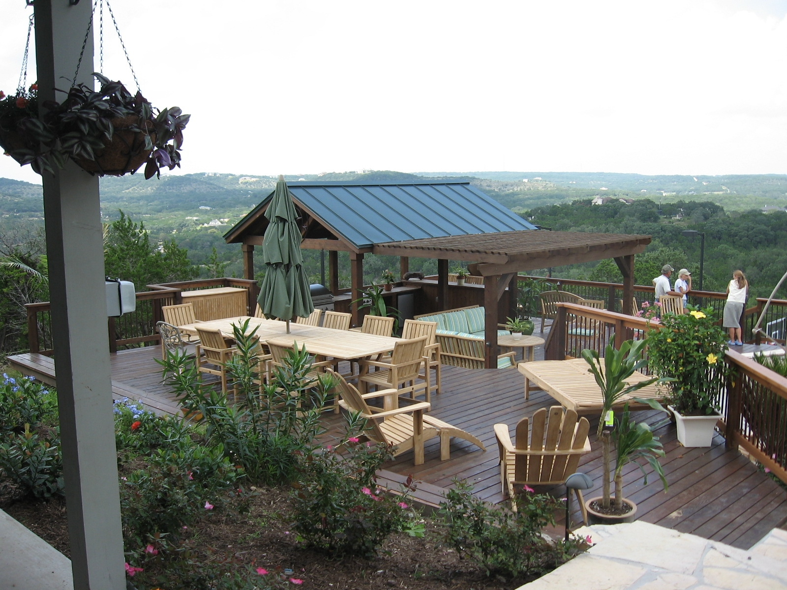 Covered Outdoor Kitchen - Braundera.com